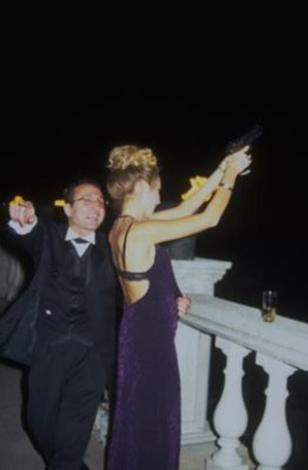 1998 yılında gerçekleşen bu olay magazin basınında uzun süre yer aldı... Düğünün ardından meskun mahalde ateş açtığı için damat hakkında soruşturma başlatıldı.