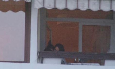 'Ayrılık Olmasaydı' dizinin çekimleri nedeniyle Diyarbakır'da yaşayan Nurgül Yeşilçay, sete verilen arada soluğu İstanbul'da aldı; güzel havanın keyfini ise evinin balkonunda çıkardı.