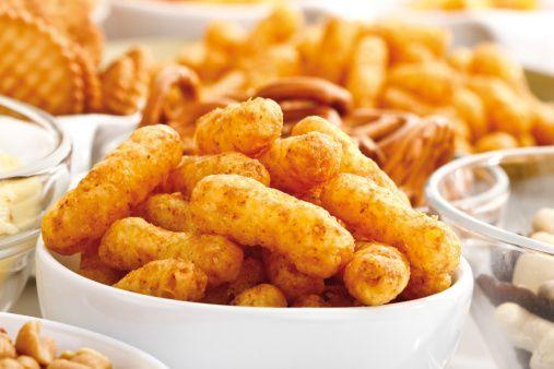 Enerji içecekleri ve hazır gıdalarda bulunan gıda boyaları diş lekelerine sebep olur.
