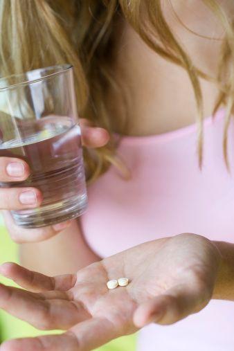 Bazı antibiyotikler ve demir tabletleri de leke oluşturur.