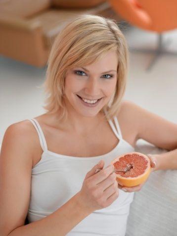Vitamin alın  C vitamini ile vücudu toksinlerden kurtarın her gün mutlaka taze meyve yiyin. Vitamin ve minerallerin selülit azaltıcı etkisinden faydalanın. Unutmayın ki vitamin ve mineraller aynı zamanda cildinizi işiltılı ve kusursuz gösterecektir.