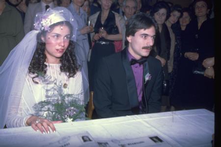 Muhsine Kamiloğlu - Mehmet Ali Erbil   Mehmet Ali Erbil, ilk evliliğini Muhsine Kamiloğlu ile yaptı ve bu fotoğraf nikahtan hemen önce çekildi.