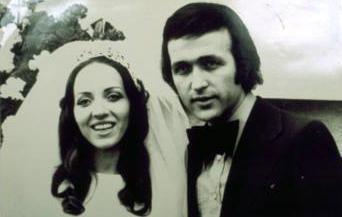 Erol Evgin - Emel Evgin  Erol Evgin, kendisi gibi mimar olan okul arkadaşı Emel Evgin ile 28 Şubat 1973'te evlendi. İkili tören öncesi böyle poz verdi.