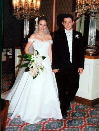 Pınar Kaşgören - Nihat Kahveci  Türk futbolunun yıldız isimlerinden Nihat Kahveci, manken Pınar Kaşgören ile Çırağan Sarayı'ndaki gerçekleştirilen görkemli bir düğünle evlendi. Çift ilk pozlarını el ele verdi.