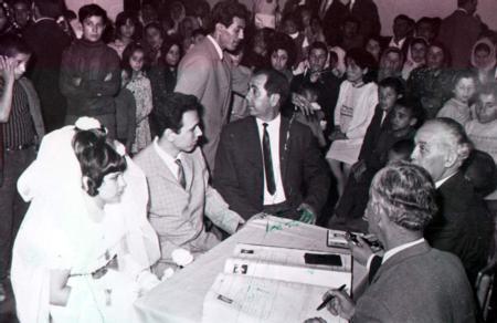 Ziya Akaröz - Safiye Soyman   Safiye Soyman, Ziya Akaröz ile evlenirken henüz 13 yaşındaydı.