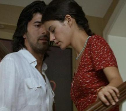 FATMAGÜL - KERİM Kanal D'de ekranlara gelene Fatmagül'ün suçu Ne'nin kahramanları Fatmagül ve Kerim.