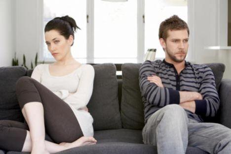 Ayrı takılan heyecan fakiri çiftler   2 numarada gelenler ise şöyle: Karı-koca kariyer yapanlar. Kocaların çoğu karılarının hırslı kişiliklerinin seks hayatlarını bitirdiğinden söz ediyor. Kariyer kadınları tarafından kullanıldıklarını düşünenler çok. Bir de vakitsizlikten şikayetçiler. Bu çiftlerin çoğu evli ama evli gibi değiller. Heyecan yok. Ayrı ayrı takılıyorlar.