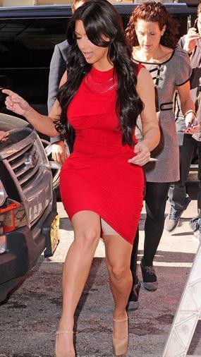 Kim Kardashian da toparlayıcı korse kurbanı.