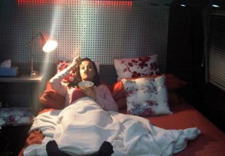 Katy Perry'nin takipçilerine yatak pozu.