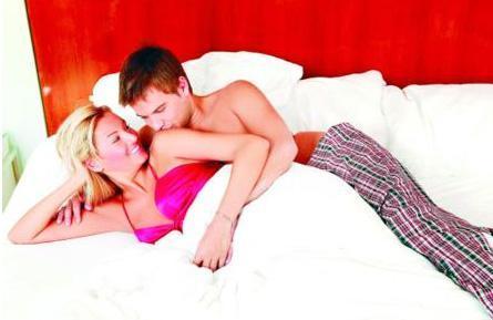 Pınar Altuğ ve Yağmur Atacan, evliliklerinin ilk döneminde bir dergiye böyle poz vermişti.