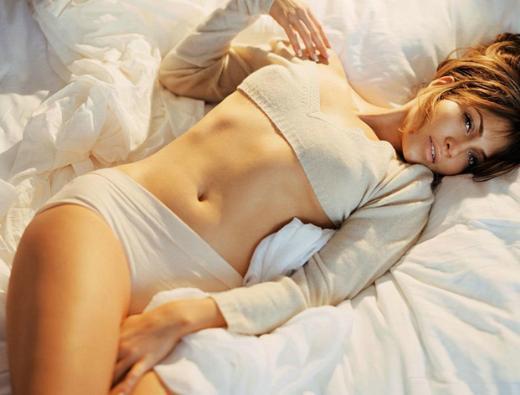 Yatakta en çok poz veren ünlülerden biri de Jennifer Lopez.