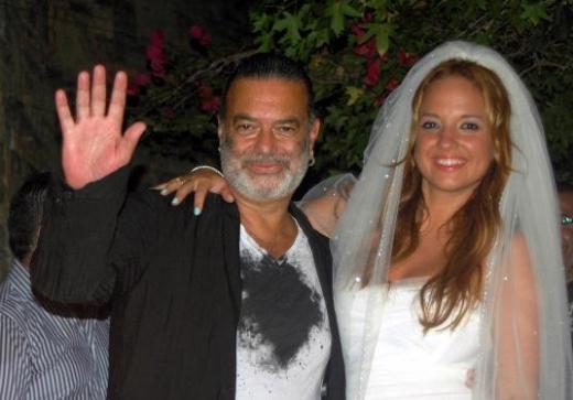 Ayşe Özyılmazel, reklamcı Ali Taran ile aşk yaşıyordu... Bu haberin duyulmasından sadece bir gün sonra çiftin evleneceği konuşulmaya başlandı bu kez.