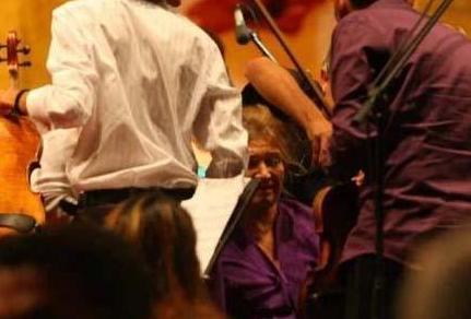 ROL GEREĞİ AĞLAMAKTAN MİDE KANAMASI GEÇİRDİ Bir kaç yıl önce İstanbul Xehir Tiyatroları'nda sahnelenen Romeo ve Juliet oyununda rol alan Ece Özdikici, bir oyun sırasında sahnede bayıldı.