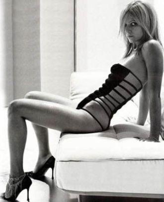 Gwyneth Paltrow   Amanda de Cadenet ile Söyleşi adlı programda sunucu Cadenet'in sorularını ilk cevaplayan isim ünlü yıldız Gwyneth Paltrow oldu. Paltrow uzun bir tereddütten sonra altta olduğu bütün pozisyonları sevdiğini söyledi.