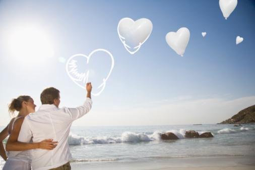 Çözüm: 'Marriage, a History' (Evlilik, bir Tarih) kitabının yazarı Stephanie Cootz, eğer etrafınız bir stres kaynağıysa, çevrenizi tekrar düşünmenizin zamanı gelmiştir diyor. O halde ya komşularınızı etkileme baskısından kurtulun ya da annenizin standartlarıyla yaşayın. Belki egzotik çiçeklerinizi solmayan çalılıklarla ya da bir parça çimenle değiştirmenin tam zamanıdır. 'The Lazy Husband' (Tembel Koca) kitabının yazarı Joshua Coleman, ebetteki her yeşil şey, bakım gerektirir. İşte bu yüzden zeki kadınlar, güç gerektiren işleri erkeklere verirler diyor.   Erkekler, kendilerini hareket halinde görmek için sabırsızlardır. Bahçeye pin-pon sahası büyüklüğünde bir çim biçme makinesi almanın saçma olduğunu düşünebilirsiniz ama bu daha çok boş vakit için gerekliyse, kesinlikle değer.