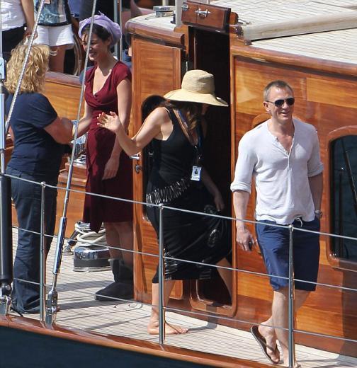James Bond serisinin son filmi Skyfall'da rol alan ve geçtiğimiz günlerde çekimler için İstanbul'a gelen Fransız oyuncu Berenice Marlohe, nasıl Bond kızı olduğunu anlattı.