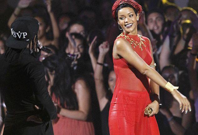 Bikinili Rihanna - 95