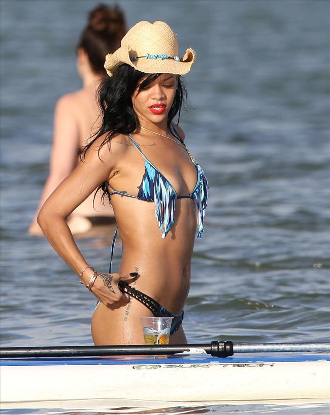 Bikinili Rihanna - 138