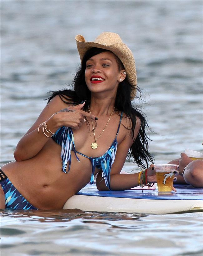 Bikinili Rihanna - 143