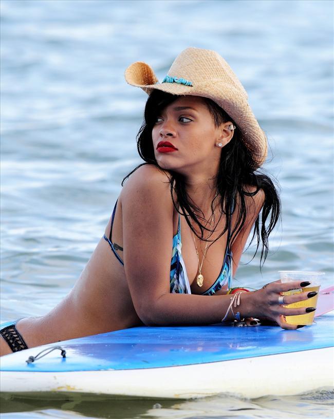 Bikinili Rihanna - 144