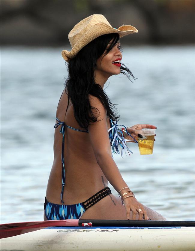 Bikinili Rihanna - 148