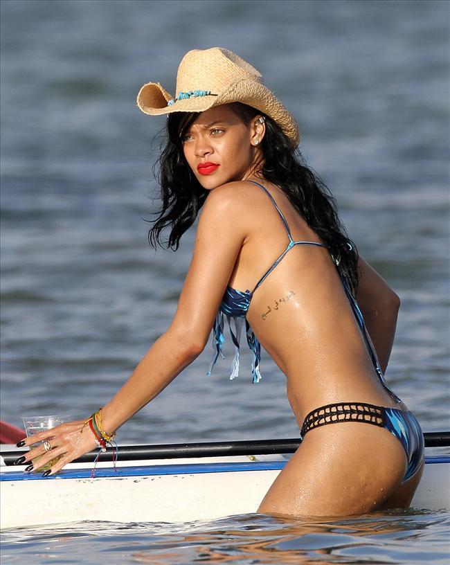 Bikinili Rihanna - 149