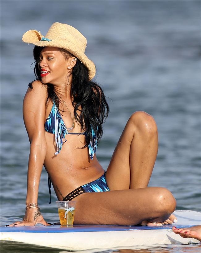 Bikinili Rihanna - 150