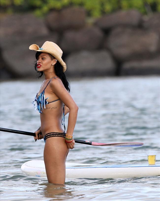 Bikinili Rihanna - 152