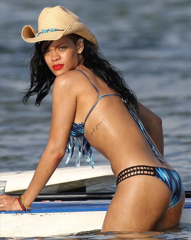 Bikinili Rihanna - 153