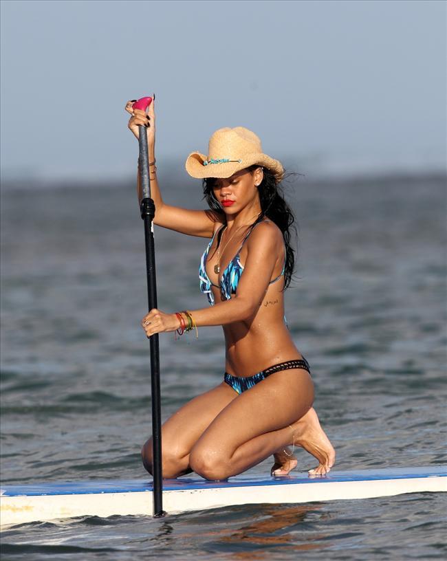 Bikinili Rihanna - 171