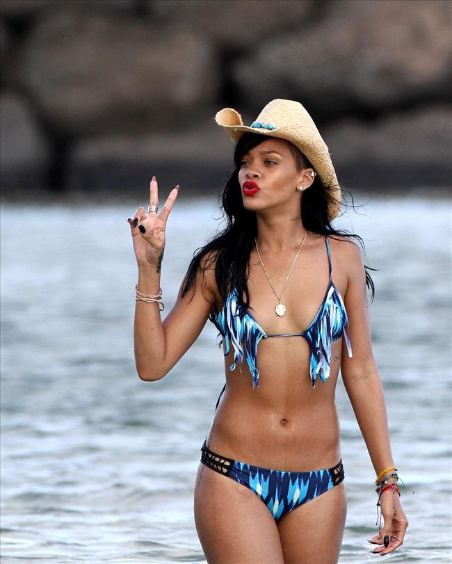Bikinili Rihanna - 172