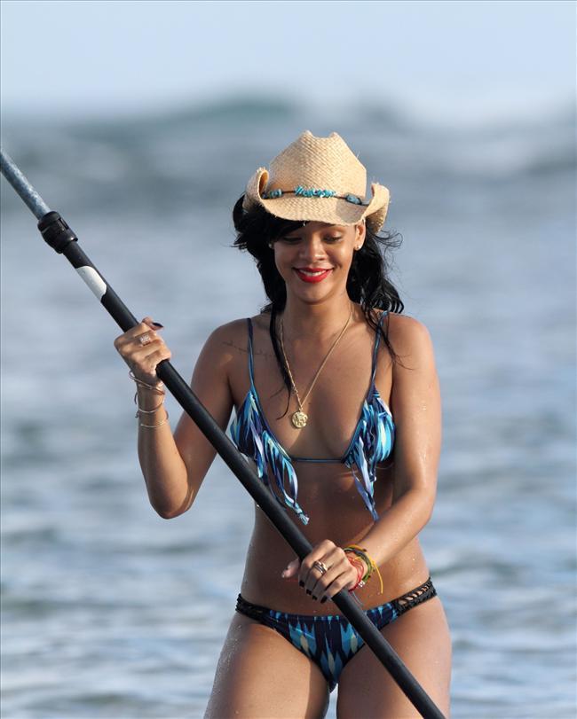Bikinili Rihanna - 182