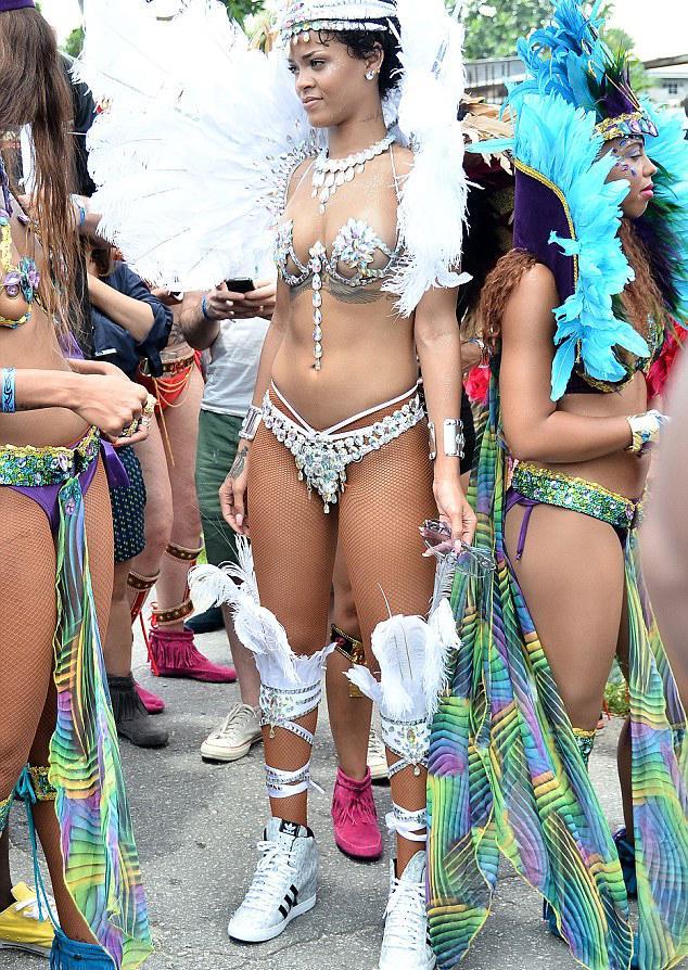 Bikinili Rihanna - 3