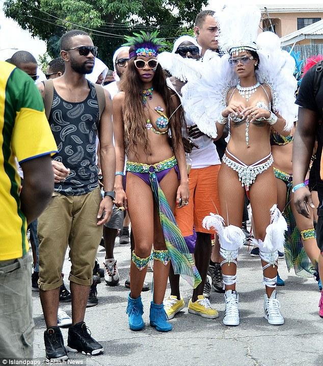 Bikinili Rihanna - 194