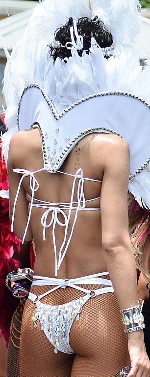 Bikinili Rihanna - 5