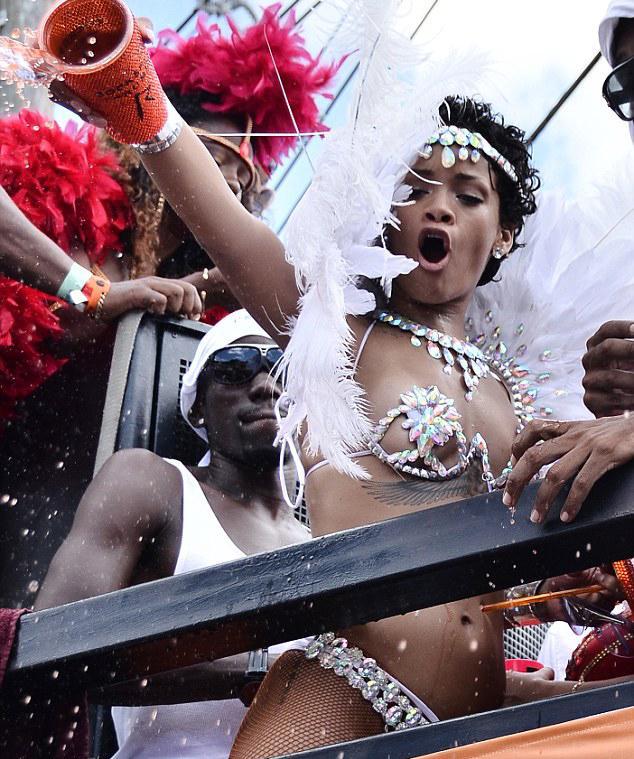 Bikinili Rihanna - 11