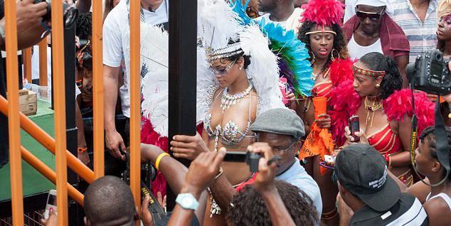 Bikinili Rihanna - 18