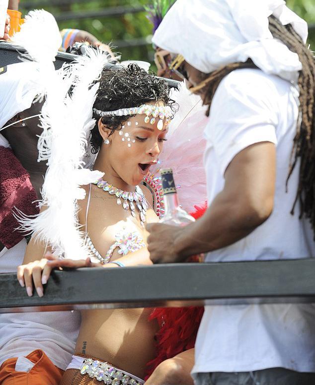 Bikinili Rihanna - 20
