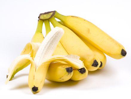 B6 vitamini   Neye yarar?: Damarlara zarar veren 'homocysteine' isimli kimyasalın seviyesini düşürür.   Dozu: 31-50 yaş: günde 1,3 mg 51+: Günde 1,5-1,7 mg   Kaynaklar: Baklagiller, et, balık, turunçgiller, muz, karpuz.
