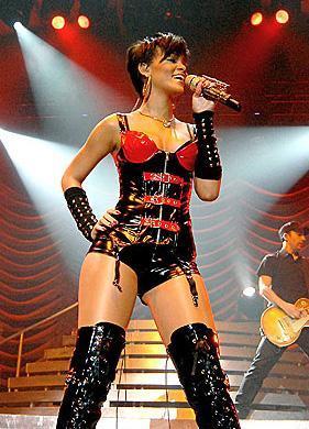 Günümüzün ünlü şarkıcılarından Rihanna'nın bacakları sigortalı.