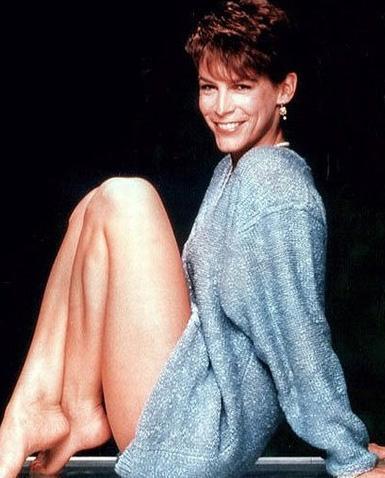 Hollywood'un bir dönemine damgasını vuran Jamie Lee Curtis de en çok bacaklarını beğeniyor olmalı.