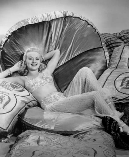 Betty Grable 1940'ların ünlü yıldızlarından.