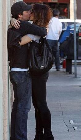 Kate Beckinsale ve kocası Len Weiseman, her fırsatta aşklarını dile getiriyorlar. Bu fotoğraf da bir alışveriş sırasında çekildi.
