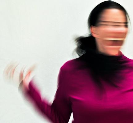 3.'Burn-out' sendromu nedir?   'Burn out' İngilizce tamamen yanmış anlamına geliyor. Bu terim vücudun hem fiziksel hem de ruhsal olarak çöktüğünü ve yanıp kül olduğu anlamını taşıyor. Bu durum sürekli olarak stres altındaki kişilerde meydana geliyor.
