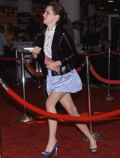 Harry Potter serisiyle üne kavuşan Emma Watson katıldığı bir etkinliğe geç kaldı.