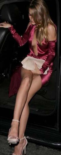 Metropolitan Sanat Müzesi Kostüm Enstitüsü yararına düzenlenen geceye katılan top model Rosie Huntington-Whitely iddialı giyinmişti.