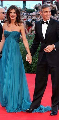 George Clooney'in eski sevgilisi de neredeyse etek kazasına uğrayacaktı.