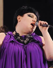 Şarkıcı, büyük beden kıyafetleriyle tanınan bir marka için özel bir koleksiyon da hazırladı.