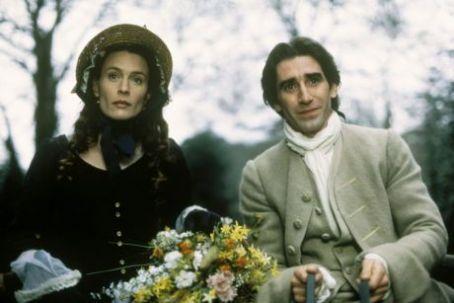 Daniel Defoe'nun romanından esinlenen Moll Flanders karakterinin peşine 18. yüzyılda takılan tarihi bir eser.