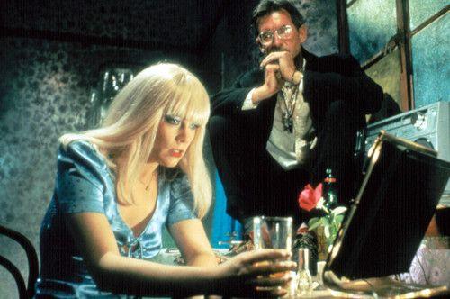Bu durum da filmi, 'hayat kadını filmleri' arasında nev-i şahsına münhasır bir Ken Russell temsiline dönüştürüyor.